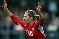 Fotball<br /> Landskamp J15/16 år<br /> Tidenes første landskamp for dette alderstrinnet<br /> Sverige v Norge 1-3<br /> Steungsund<br /> 11.10.2006<br /> Foto: Anders Hoven, Digitalsport<br /> <br /> Heidel M Johannessen - Egersunds / Norge <br /> Jubel for scoring til 1-0