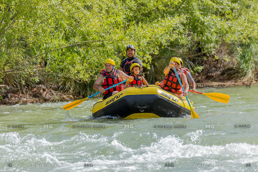 RAFTING EN EL RIO ATUEL, VALLE GRANDE, SAN RAFAEL, PROVINCIA DE MENDOZA, ARGENTINA (PHOTO BY © MARCO GUOLI - ALL RIGHTS RESERVED)