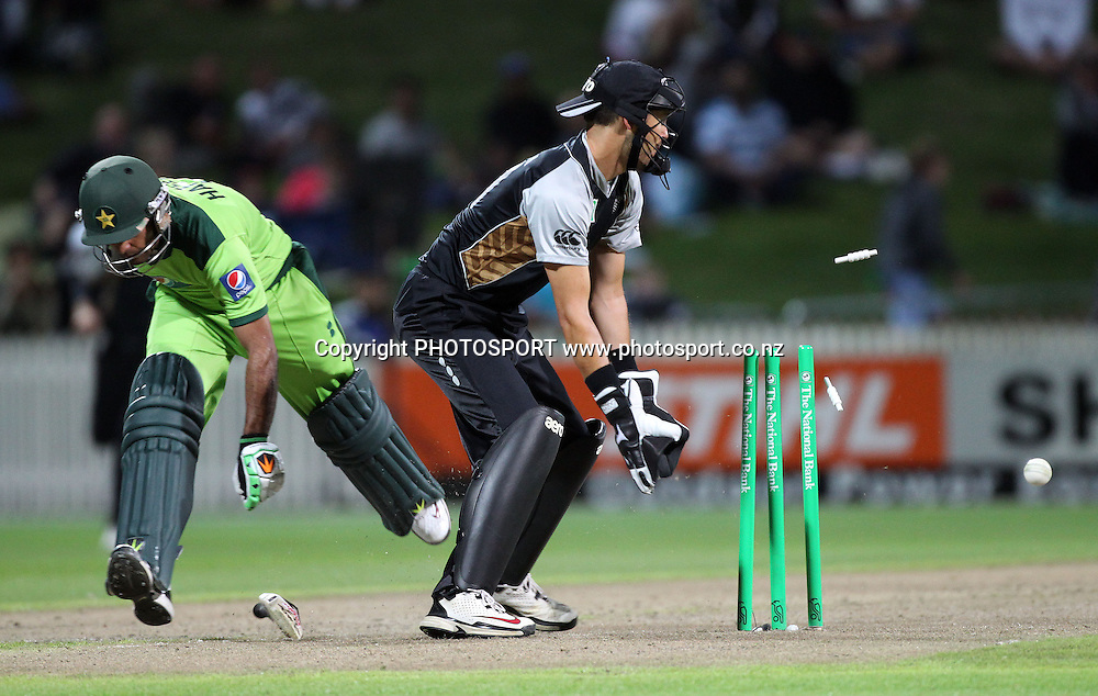Mohammad Hafeez just makes his ground after a direct hit as New Zealand wicketkeeper Peter McGlashan looks on New Zealand Black Caps v Pakistan, Match 2. Twenty 20 Cricket match at Seddon Park, Hamilton, New Zealand. Tuesday 28 December 2010. Photo: Andrew Cornaga/photosport.co.nz