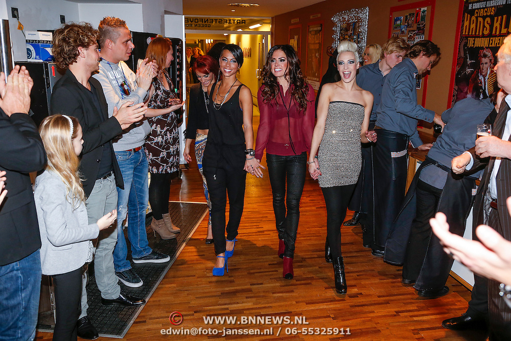NLD/Rotterdam/20121129 - Premiere Hans Klok Experience show, opkomst, assistentes
