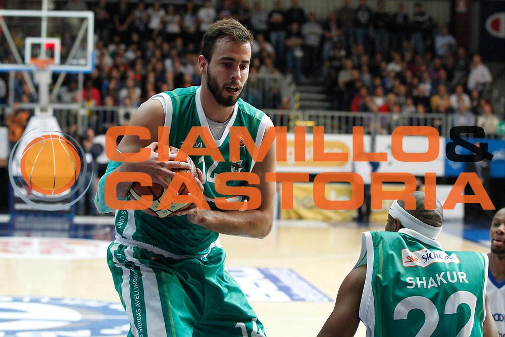 DESCRIZIONE : Cantu Lega A 2012-13 Che Bolletta Cantu Sidigas Avellino<br /> GIOCATORE : Nikola Dragovic<br /> CATEGORIA : Rimbalzo<br /> SQUADRA : Sidigas Avellino<br /> EVENTO : Campionato Lega A 2012-2013<br /> GARA : Che Bolletta Cantu Enel Brindisi<br /> DATA : 04/11/2012<br /> SPORT : Pallacanestro <br /> AUTORE : Agenzia Ciamillo-Castoria/G.Cottini<br /> Galleria : Lega Basket A 2012-2013  <br /> Fotonotizia : Cantu Lega A 2012-13 Che Bolletta Cantu Sidigas Avellino<br /> Predefinita :
