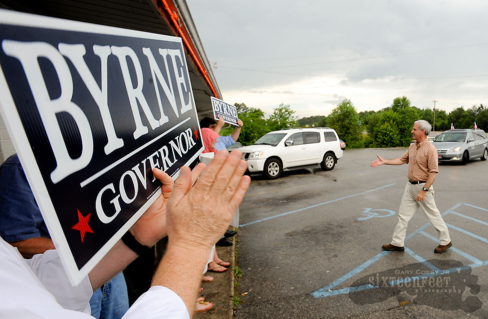 Photo by Gary Cosby Jr.  Republican gubernatorial candidate Bradley Byrne visits McCollum's Catfish restaurant on the campaign trail Friday in Decatur.