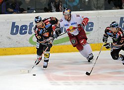 01.04.2010, Keine Sorgen Eisarena, Linz, AUT, EBEL, EHC Liwest Linz vs EC Red Bull Salzburg, Finale im Bild Philipp Lukas Linz und Jonathan Filewich Salzburg, EXPA Pictures © 2010, PhotoCredit: EXPA/R.Eisenbauer / SPORTIDA PHOTO AGENCY