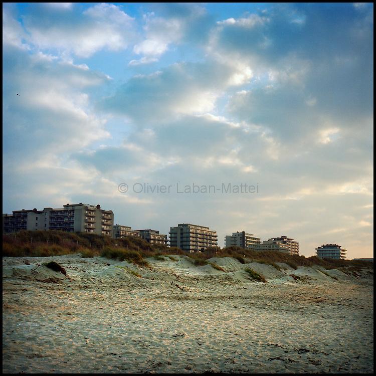 Le 16 octobre 2011, frontière Belgique / France. Vue de la ville de La Panne (B) depuis la mer, dernière ville avant la frontière française.