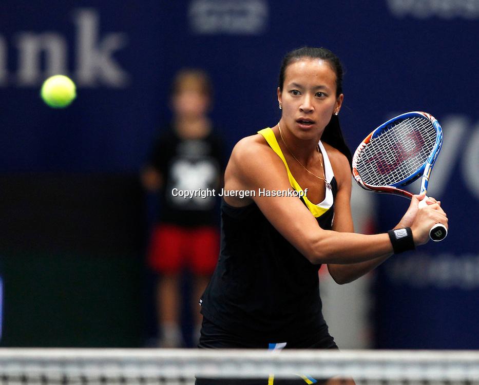 Generali Ladies Linz  2011,WTA Tour, Damen Hallen Tennis Turnier. in Linz, Oesterreich,.Anne Keothavong(GBR),,Aktion,Einzelbild,Halbkoerper,Querformat,