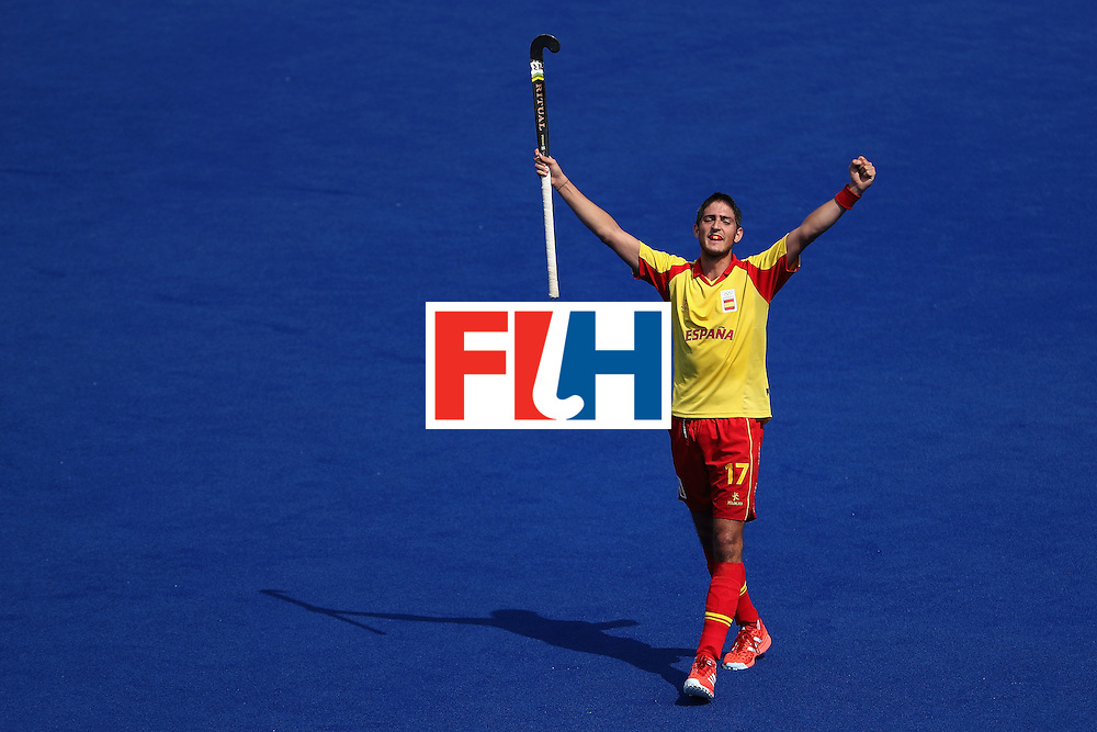 RIO DE JANEIRO, BRAZIL - AUGUST 09:  Xavi Lleonart #17 of Spain celebrates after defeating New Zealand 3-2 following the hockey game on Day 4 of the Rio 2016 Olympic Games at the Olympic Hockey Centre on August 9, 2016 in Rio de Janeiro, Brazil.  (Photo by Christian Petersen/Getty Images)