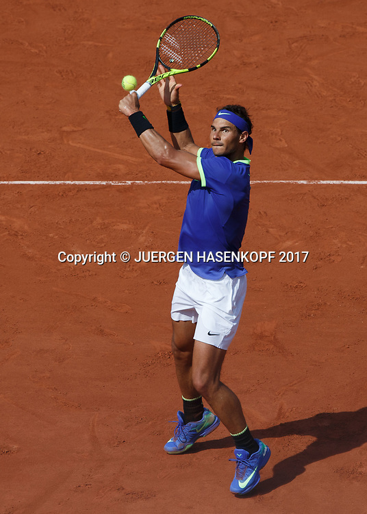 RAFAEL NADAL (ESP), hoher Volley, von oben, Schatten,<br /> <br /> Tennis - French Open 2017 - Grand Slam ATP / WTA -  Roland Garros - Paris -  - France  - 31 May 2017.