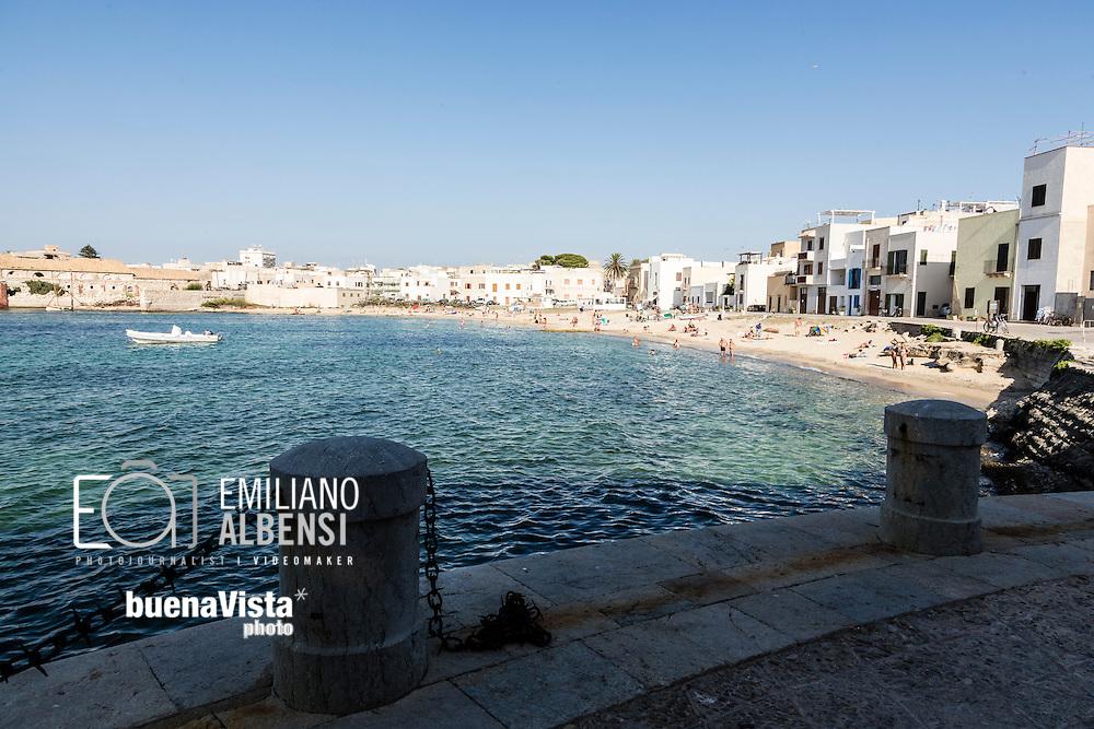 Favignana, Sicilia, Italia, 2016<br /> La spiaggia di Praia, nei pressi del porto.<br /> <br /> Favignana, Sicily, Italy, 2016<br /> The Praia beach near the port in Favignana, Aegadian Island.