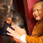 Isku kua Yawanawa et  Luang Pu Nenkham Chattigo. Pagode de Vincennes Vesak 2013.