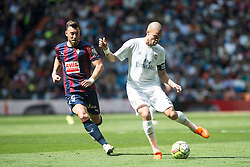 09.04.2016, Estadio Santiago Bernabeu, Madrid, ESP, Primera Division, Real Madrid vs SD Eibar, 32. Runde, im Bild Real Madrid's Pepe and Sociedad Deportiva Eibar's Sergi Enrich // during the Spanish Primera Division 32th round match between Real Madrid and SD Eibar at the Estadio Santiago Bernabeu in Madrid, Spain on 2016/04/09. EXPA Pictures © 2016, PhotoCredit: EXPA/ Alterphotos/ Borja B.Hojas<br /> <br /> *****ATTENTION - OUT of ESP, SUI*****