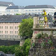 LUX/Luxemburg/20180523 - Staatsbezoek Luxemburg dag 1, Prinses Maxima kijkt uit over de vallei