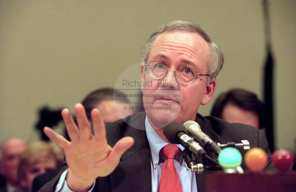 Independent Counsel Kenneth Starr testifies before the House Judiciary Committee Clinton impeachment hearing November 19, 1998 in Washington, DC.