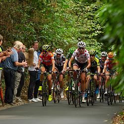 29-08-2018: Wielrennen: Ladies Tour: Nijmegen<br /> Annemiek van Vleuten vindt tijdens de klim nog even de tijd om bekenden langs de kant te begroeten