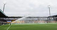 FODBOLD: Sprinkleranlægget gik i gang umiddelbart før kickoff i kampen i ALKA Superligaen mellem FC Helsingør og AC Horsens den 18. februar 2018 på Right to Dream Park i Farum. Foto: Claus Birch.