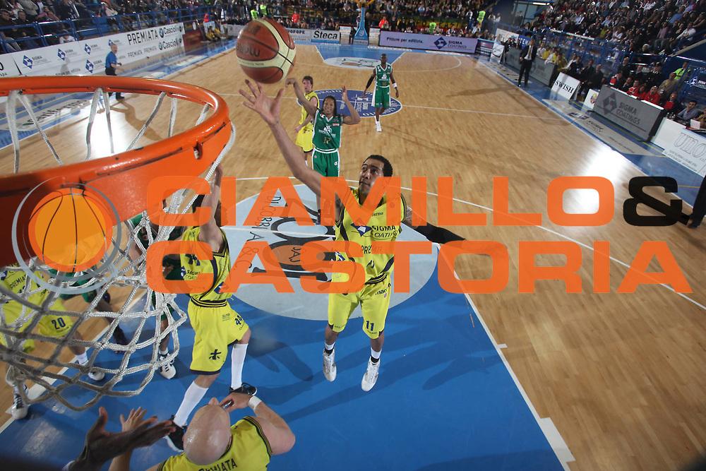 DESCRIZIONE : Porto San Giorgio Lega A 2009-10 Sigma Coatings Montegranaro Montepaschi Siena<br /> GIOCATORE : Marcus Marquinhos<br /> SQUADRA : Sigma Coatings Montegranaro<br /> EVENTO : Campionato Lega A 2009-2010 <br /> GARA : Sigma Coatings Montegranaro Montepaschi Siena<br /> DATA : 18/04/2010<br /> CATEGORIA : rimbalzo special<br /> SPORT : Pallacanestro <br /> AUTORE : Agenzia Ciamillo-Castoria/C.De Massis<br /> Galleria : Lega Basket A 2009-2010 <br /> Fotonotizia : Porto San Giorgio Lega A 2009-10 Sigma Coatings Montegranaro Montepaschi Siena<br /> Predefinita :