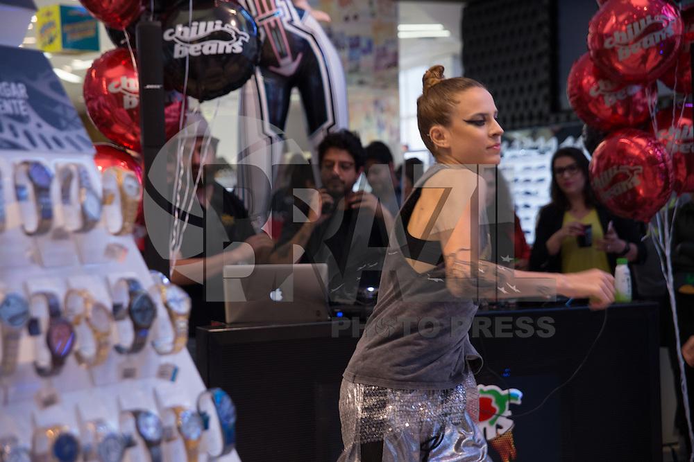 SÃO PAULO, SP,06.09.2016 , MODA-SP - A marca Chilli Beans lança sua coleção de roupas na flagship da Oscar Freire nesta terça-feira, dia 06. (Foto: Ciça Neder/ Brazil Photo Press)