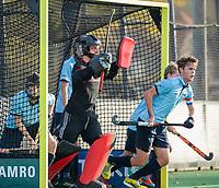 BLOEMENDAAL  - keeper Joriaan Collombon, met Job Holland,  , competitiewedstrijd junioren  landelijk  Bloemendaal JA1-Nijmegen JA1 (2-2) . COPYRIGHT KOEN SUYK