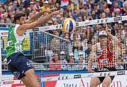 30.07.2015, Strandbad, Klagenfurt, AUT, A1 Beachvolleyball EM 2015, im Bild vorne Alex Ranghieri 1 ITA, hinten Robin Seidl 1 AUT // during of the A1 Beachvolleyball European Championship at the Strandbad Klagenfurt, Austria on 2015/07/30. EXPA Pictures © 2015, EXPA Pictures © 2015, PhotoCredit: EXPA/ Mag. Gert Steinthaler