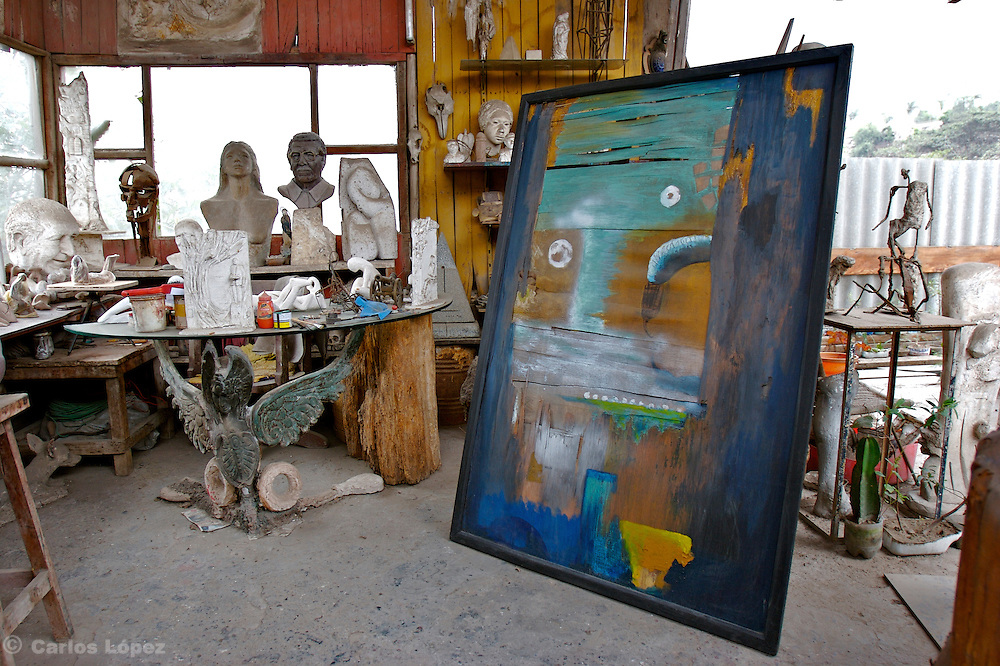 SCENE OF THE WORKSHOP OF THE PERUVIAN ARTIST CARLOS ALEJANDRO LOPEZ MELITON LOCATE IN THE TOWN OF CHACLACAYO, LIMA, PERU