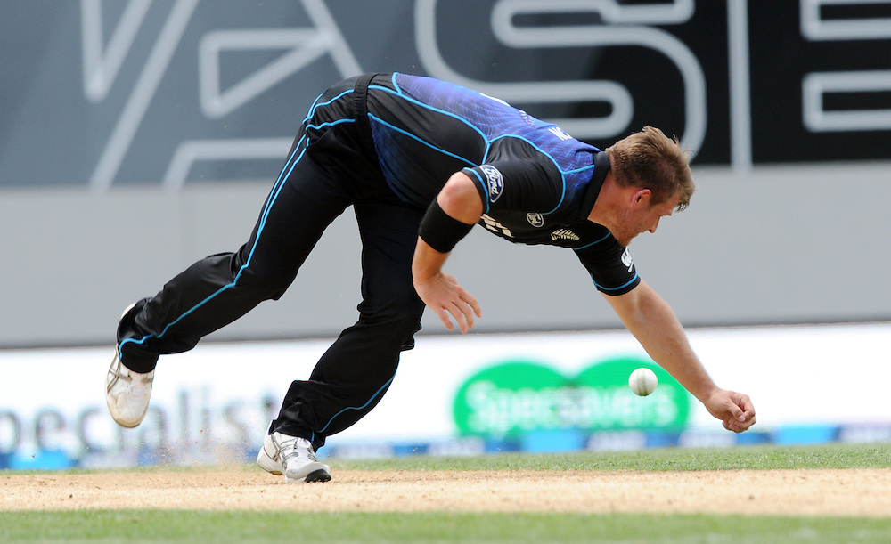 New Zealand's Corey Anderson attempts to filed off his own bowling against Pakistan in the 3rd ODI International Cricket match at Eden Park, Auckland, New Zealand, Sunday, January 31, 2016. Credit:SNPA / Ross Setford