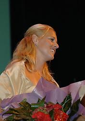 08-10-2006 VOLLEYBAL: GALA 2006: DOETINCHEM<br /> In de schouwburg van Doetinchem werd het volleybalgala 2006 gehouden / Rebekka Kadijk<br /> ©2006-WWW.FOTOHOOGENDOORN.NL