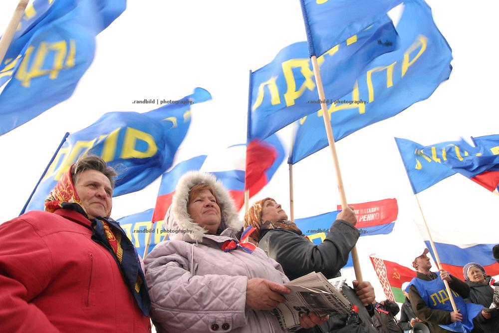 Eine staatlich organisierte Demonstration an der offiziell nicht anerkannten transnistrisch-ukrainischen Grenze gegen die sogenannte Blockade des grenzüberschreitenden transnistrischen Waren-Exports. / A governmental organized demonstration at the transnistria-ukainian border boundary against the so called blockade of transnistrian export goods.