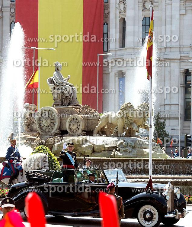 19.06.2014, Congreso de los Diputados, Madrid, ESP, Inthronisierung, König Felipe VI, Abfahrt vom spanischen Abgeordnetenhaus, im Bild King Felipe VI of Spain and Queen Letizia of Spain leave Congreso de los Diputados // during the Enthronement ceremonies of King Felipe VI at the Congreso de los Diputados in Madrid, Spain on 2014/06/19. EXPA Pictures © 2014, PhotoCredit: EXPA/ Alterphotos/ EFE/Pool<br /> <br /> *****ATTENTION - OUT of ESP, SUI*****