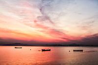 Costeira do Pirajubaé ao anoitecer. Florianópolis, Santa Catarina, Brasil. / Costeira do Pirajubae at dusk. Florianopolis, Santa Catarina, Brazil.