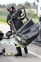 VIGILI DEL FUOCO<br /> INCIDENTE MORTALE SCONTRO AUTO CAMION BETONIERA VIA CANTONE A POGGIO RENATICO