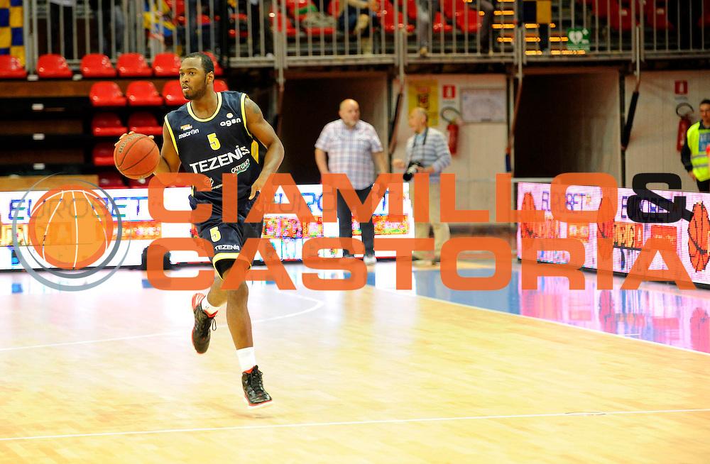 DESCRIZIONE : Bologna Lega Basket A2 2011-12 Morpho Basket Piacenza Tezenis Verona<br /> GIOCATORE : Mario West<br /> CATEGORIA : Commercial<br /> SQUADRA : Tezenis Verona<br /> EVENTO : Campionato Lega A2 2011-2012<br /> GARA : Morpho Basket Piacenza Tezenis Verona<br /> DATA : 05/05/2012<br /> SPORT : Pallacanestro<br /> AUTORE : Agenzia Ciamillo-Castoria/A.Giberti<br /> Galleria : Lega Basket A2 2011-2012 <br /> Fotonotizia : Bologna Lega Basket A2 2011-12 Morpho Basket Piacenza Tezenis Verona<br /> Predefinita :
