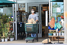 Simon Cowell wears a mask grocery shopping - 5 April 2020