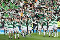 Fotball<br /> Skottland<br /> Foto: Colorsport/Digitalsport<br /> NORWAY ONLY<br /> <br /> CIS Cup Final<br /> Celtic v Rangers<br /> Hampden Park<br /> Glasgow<br /> 15.03.2009<br /> <br /> Celtic team walk round Hampden with the trophy