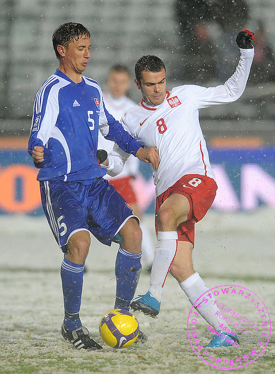 (L) KORNEL SALATA (SLOVAKIA) & (R) PAWEL BROZEK (POLAND) FIGHT FOR THE BALL DURING THE WORLD CUP 2010 QUALIFYING SOCCER MATCH BETWEEN POLAND AND SLOVAKIA AT THE NATIONAL STADIUM IN CHORZOW , POLAND...POLAND , CHORZOW , OCTOBER 14, 2009..( PHOTO BY ADAM NURKIEWICZ / MEDIASPORT )..PICTURE ALSO AVAIBLE IN RAW OR TIFF FORMAT ON SPECIAL REQUEST.