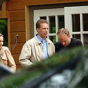NLD/Blaricum/20060601 - Dennis Bergkamp, partner Henrietta Ruizendaal en broer Wim restaurant de tafelberg Blaricum