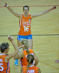29-10-2011 VOLLEYBAL: NEDERLAND - BELGIE: ALMERE<br /> De eerste oefenwedstrijd als voorbereiding op het pre OKT wordt met 3-0 gewonnen van Belgie / Debby Stam-Pilon<br /> ©2011-WWW.FOTOHOOGENDOORN.NL
