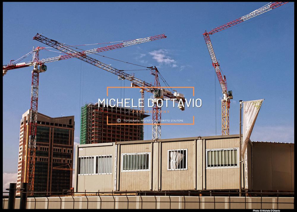 Milano maxi-cantiere di Porta Nuova, esteso su di un'area di 290.000 metri quadrati,.. rappresenta la più grande opera di riqualificazione in Europa