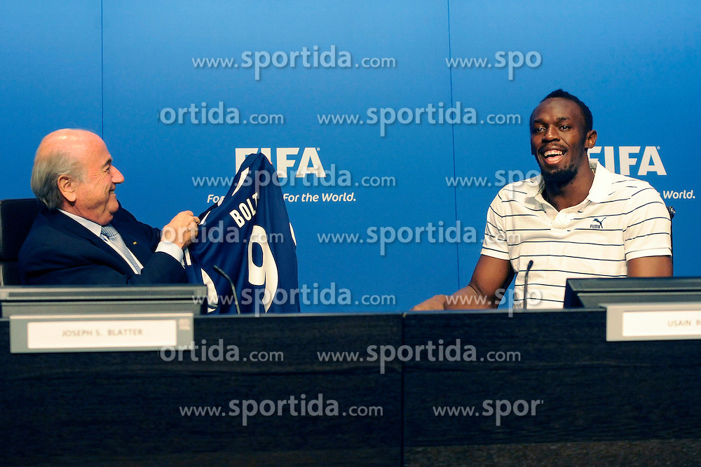 28.08.2013, FIFA Hauptsitz Zuerich, SUI, FIFA Pressekonferenz, im Bild Usain Bolt zu Besuch bei der FIFA; FIFA Praesident Josef S. Blatter waehrend der Pressekonferenz mit Usain Bolt (JAM) // during a pressconference at the FIFA Hauptsitz Zuerich, Switzerland on 2013/08/28. EXPA Pictures © 2013, PhotoCredit: EXPA/ Freshfocus/ Valeriano Di Domenico<br /> <br /> ***** ATTENTION - for AUT, SLO, CRO, SRB, BIH only *****