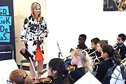 Koningin Maxima geeft het startsein voor NPO Radio 4 Klassiek geeft, de inzamelingsactie voor instrumenten voor muziekonderwijs aan kinderen op basisschool De Kruisboelijn in Den Bosch.<br /> <br /> Queen Maxima gives the starting signal for NPO Radio 4 Classic, the fundraiser for instruments for music to children at primary school De Kruisboelijn in Den Bosch.<br /> <br /> Op de foto / On the photo:  Koningin Maxima woont een muziekles bij // Queen Maxima attends a music lesson