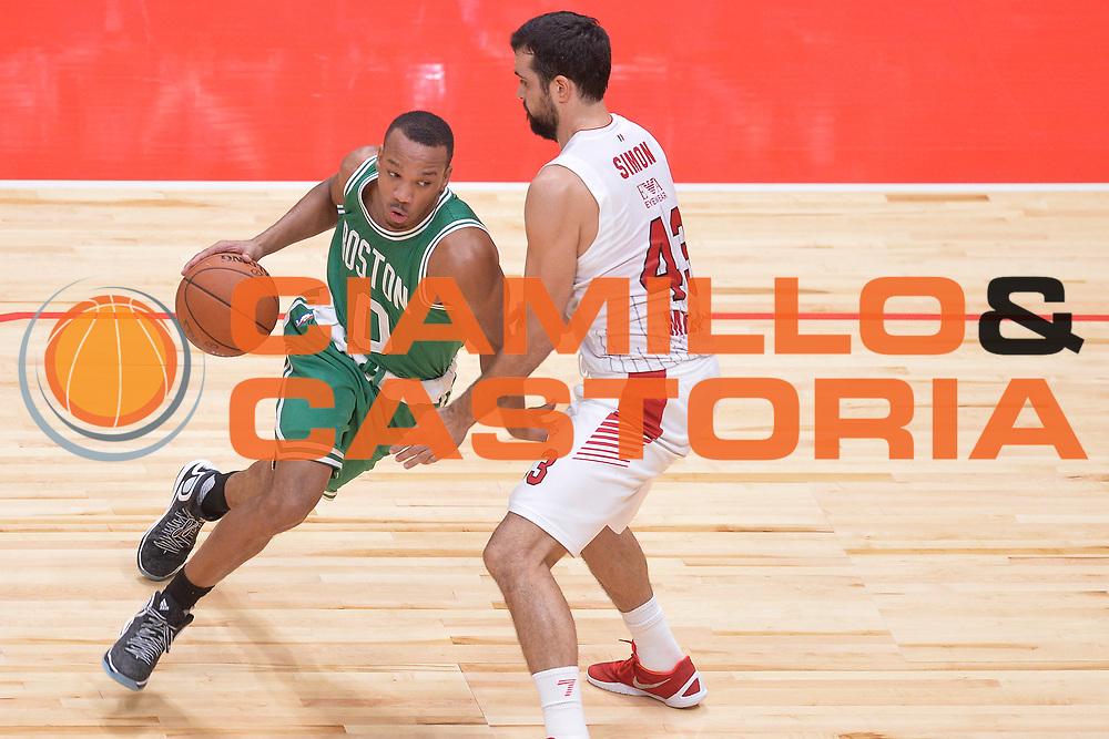 DESCRIZIONE : Milano NBA Global Games EA7 Olimpia Milano - Boston Celtics<br /> GIOCATORE : Avery Bradley<br /> CATEGORIA : Penetrazione<br /> SQUADRA :  Boston Celtics<br /> EVENTO : NBA Global Games 2016 <br /> GARA : NBA Global Games EA7 Olimpia Milano - Boston Celtics<br /> DATA : 06/10/2015 <br /> SPORT : Pallacanestro <br /> AUTORE : Agenzia Ciamillo-Castoria/IvanMancini<br /> Galleria : NBA Global Games 2016 Fotonotizia : NBA Global Games EA7 Olimpia Milano - Boston Celtics