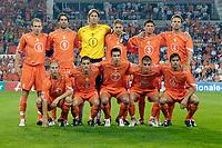 Fotball<br /> Nederland<br /> Foto: ProShots/Digitalsport<br /> NORWAY ONLY<br /> <br /> Nederland - Andorra , 07-09-2005 , wk kwalificatie , 4-0 , teamfoto , achter vlnr : arjen robben , ruud van nistelrooy , edwin van der sar , theo lucius , khalid boulahrouz , barry opdam voor vlnr : tim de cler , wesley snijder , robin van persie , rafael van der vaart , philip cocu