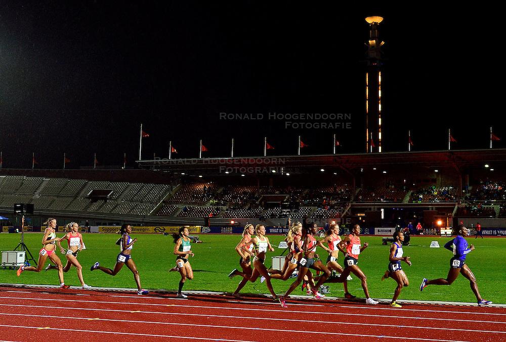 05-09-2015 NED: Flame Games 2015, Amsterdam<br /> De sfeervolle derde editie van het unieke atletiekevenement trok duizenden sportliefhebbers naar het Olympisch Stadion / Susan Kuijken wordt vierde op de 1500 meter. TSEGAY Gudaf ETH wint in 4:09.24, CICHOCKA Angelika POL wordt tweede en USIENEI Selah KEN derde.