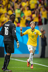 Neymar Júnior comemora na partida entre Brasil x Camarões, válida pela fase de grupos da Copa do Mundo 2014, no Estádio Maé Garrincha, em Brasíia. FOTO: Jefferson Bernardes/ Agência Preview