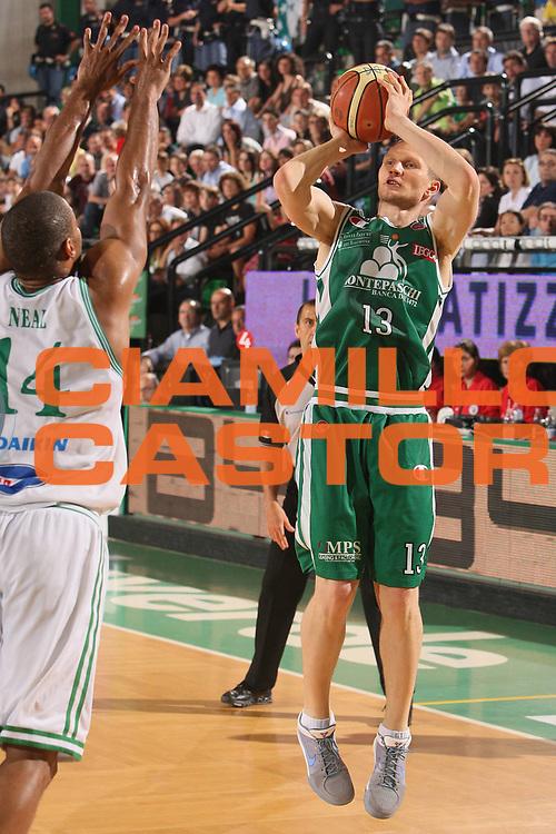 DESCRIZIONE : Treviso Lega A 2008-09 Playoff Semifinale Gara 2 Benetton Treviso Montepaschi Siena <br /> GIOCATORE : rimantas kaukenas <br /> SQUADRA : Montepaschi Siena <br /> EVENTO : Campionato Lega A 2008-2009 <br /> GARA : Benetton Treviso Montepaschi Siena <br /> DATA : 01/06/2009 <br /> CATEGORIA : tiro <br /> SPORT : Pallacanestro <br /> AUTORE : Agenzia Ciamillo-Castoria/S.Silvestri