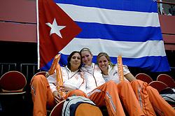 14-10-2006 VOLLEYBAL: DELA TROPHY: NEDERLAND - CUBA: DEN BOSCH<br /> De Nederlandse volleybalsters hebben ook de tweede wedstrijd in de testserie tegen Cuba, met als inzet de Dela Cup, gewonnen. In Den Bosch zegevierde Oranje zaterdagavond opnieuw met 3-2 / Sanna Visser, Carlijn Jans en Susan van de Heuvel<br /> ©2006-WWW.FOTOHOOGENDOORN.NL