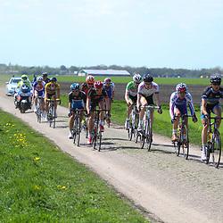 61e Ronde van Overijssel Dries Hollanders (Metec), Geert van der Wijst (CT Jo Piels, Maarten van den Berg (Parkhotel), Jeroen Janssen (Baby Dump), James Moss (Sigma), Shotaro  Iribe (Shimano), Kasper Klostergard (Concordia), Frank Niewold (CT Jo Piels), Dylan Groenewegen (Shanks-De Rijke), Marco Minnaard (RDT), Wouter Haan (Koga) nabij Vriezenveen