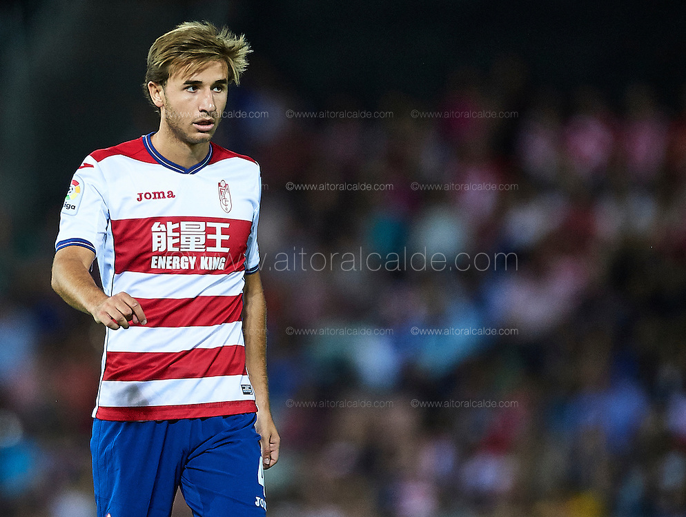 GRANADA, SPAIN - SEPTEMBER 21:  Sergi Samper of Granada CF looks on during the match between Granada CF vs SD Eibar as part of La Liga at Nuevo los Carmenes Stadium on September 11 on September 21, 2016 in Granada, Spain.  (Photo by Aitor Alcalde Colomer/Getty Images)