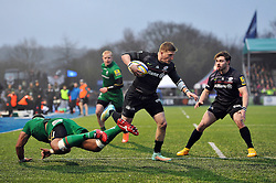 David Strettle of Saracens takes on the London Irish defence before scoring his second try of the match - Photo mandatory by-line: Patrick Khachfe/JMP - Mobile: 07966 386802 03/01/2015 - SPORT - RUGBY UNION - London - Allianz Park - Saracens v London Irish - Aviva Premiership