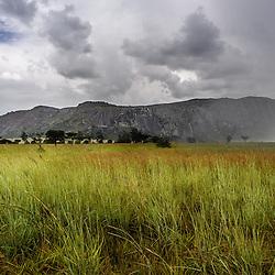 Sol e Chuva em Waku Kungo. Planalto Central, província de Cuanza Sul, Angola.