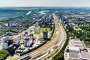 Nederland, Noord-Holland, Amsterdam-Zuid, 29-06-2018; Zuidas en toekomstig Zuidasdok, Ringweg Zuid of Ring A10-Zuid. Gezien vanuit het Oosten, vanaf station Amsterdam Rai. Kantoortorens van EY, naast de tv zendmast de kraan voor nieuwbouw voor Europees Medicijn Agentschap (EMA).<br /> Beginning of the Zuid-as, 'South axis', financial center in the South of Amsterdam.<br /> <br /> luchtfoto (toeslag op standard tarieven);<br /> aerial photo (additional fee required);<br /> copyright foto/photo Siebe Swart