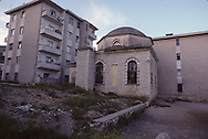 Albania. Islam rebirth during the collapse of the communist regime. Tirana. tIRANA  Former orthodox cathedral transformed~ in a sport palace where the junior team of` the country is training. / 197 to 200-         /  tIRANA a cathédrale orthodoxe  a été transformée en gymnase où s'entrainent l'équipe de gymnastique junior d'Albanie    Albanie   /     L2381  /  R00216  /  P109604